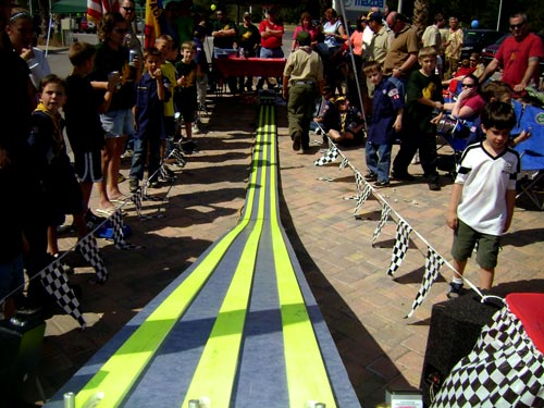 pinewood derby race display